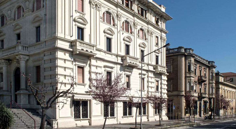 studiolegalegiannone-slider-002-palazzo-esterno-1184x640